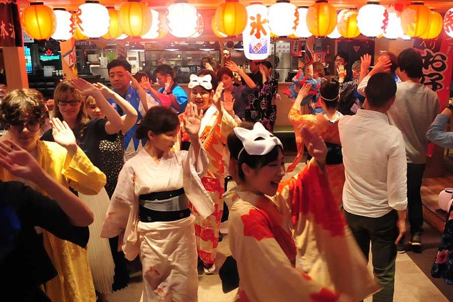 「盆踊り居酒屋」にトレンドの予感 新たな社交場とインバウンド需要に注目