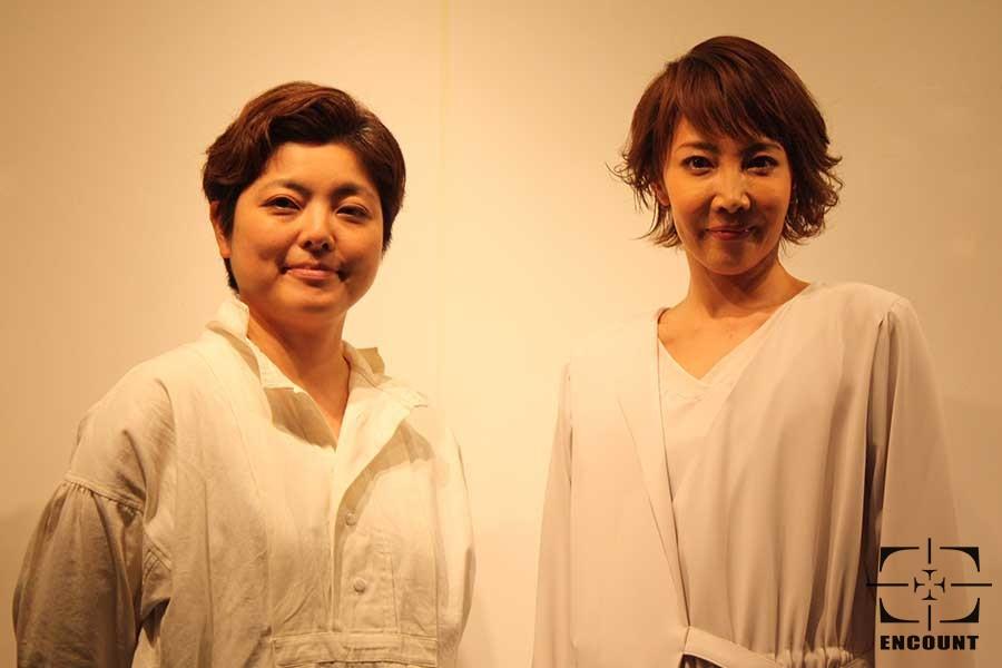 『LEMONADE』で一人舞台に臨む柚希礼音(右)と小林香氏