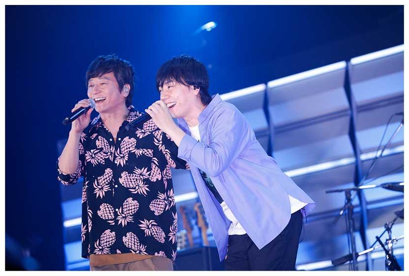 岡野昭仁(左)と山村隆太の熱唱は感動を呼び込んだ【写真:山川哲矢】