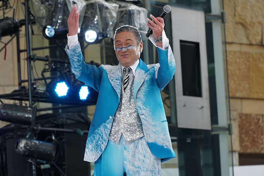 山本寛斎氏が若者に元気注入「私は応援団長。『もっといけ』と叫び続ける」