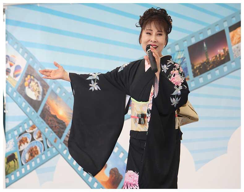 原田悠里が台湾フェスティバルで熱唱 恒例のライチ種飛ばしは好記録