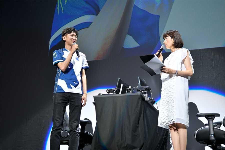 世界で活躍するプロゲーマーのネモ(左)が登場。山本舞衣子がMCを務めた