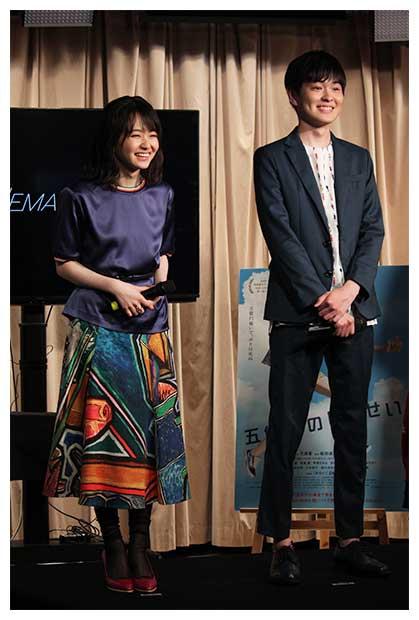 山田は一人二役を熱演