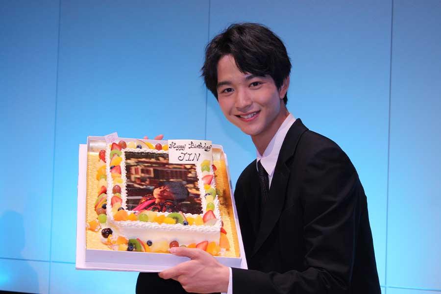 二十歳の誕生日を迎える鈴木仁