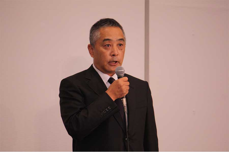 記者会見を開いた吉本興業の岡本昭彦社長