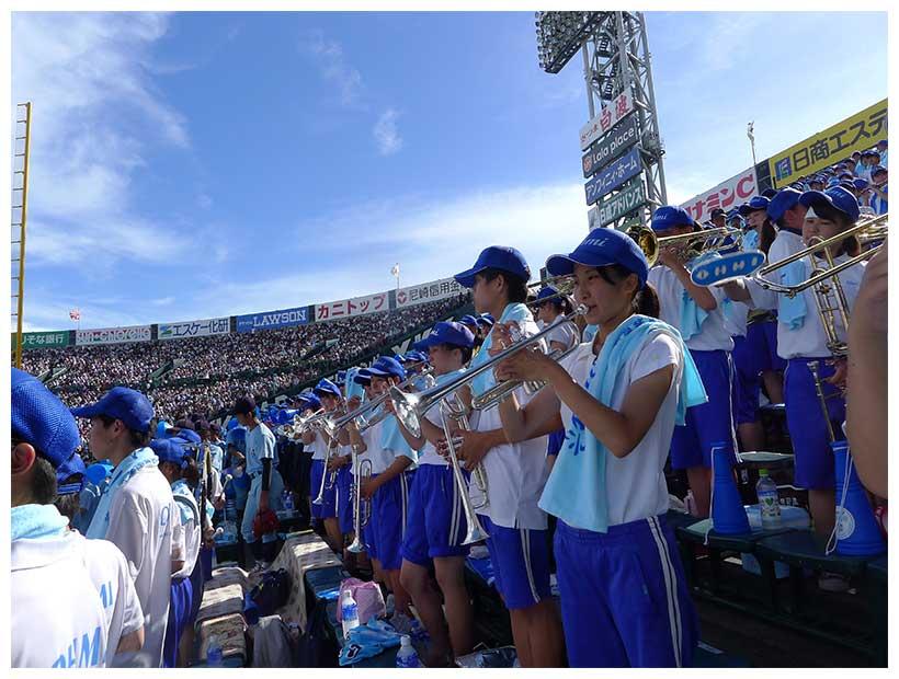 ブルーに染まった近江アルプス【写真提供:梅津有希子】