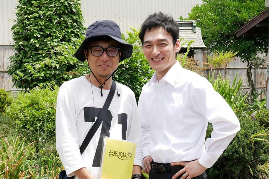草彅剛(右)と市井昌秀監督