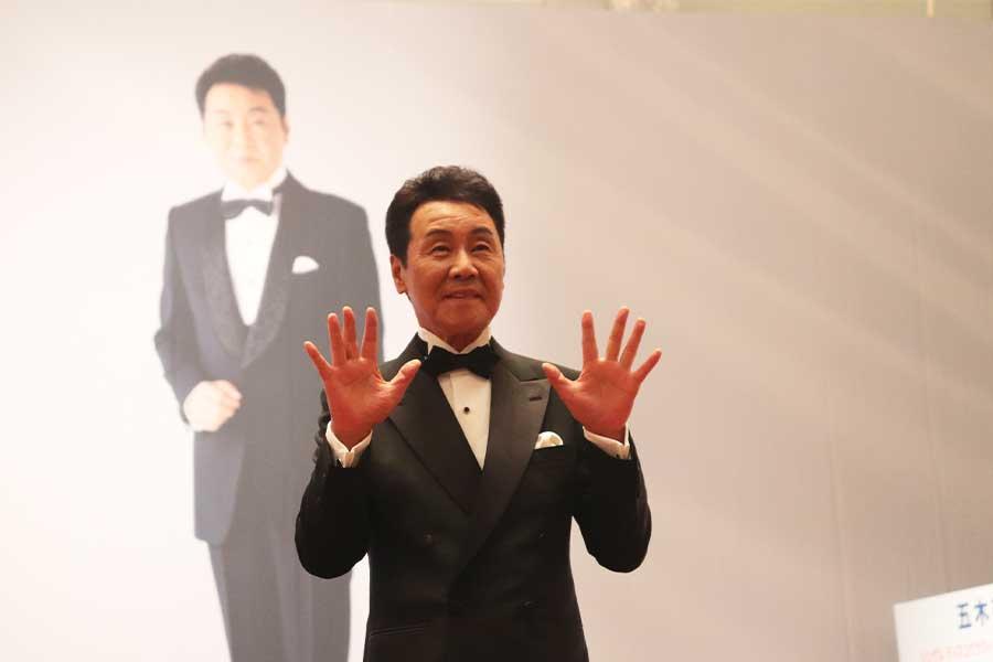 55周年でも「チャレンジ」の五木ひろし 祝賀会にサブちゃん、小泉元首相が登壇