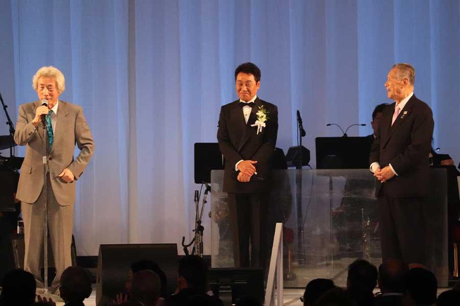 小泉純一郎氏と森喜朗氏が来賓祝辞