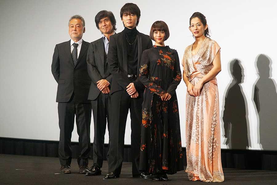 左から瀬々敬久監督、佐藤浩市、綾野剛、杉咲花、片岡礼子