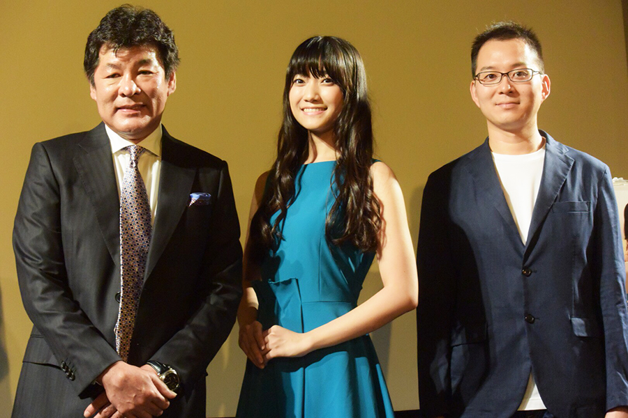 赤井英和、辻美優、目黒啓太監督(左から)