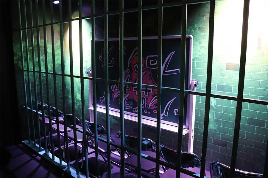 鉄格子の部屋を再現 「東京アニメセンター in DNPプラザ」で開催