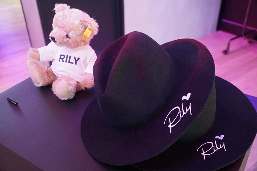 店内は新曲「RILY」のMVをイメージしている