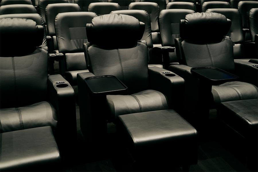 「ドルビーシネマ」の座席はゆったりと作品を楽しめる