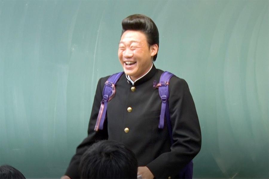 """最初の""""転校生""""みやぞんは北海道の高校へ【写真:(C)フジテレビ】"""