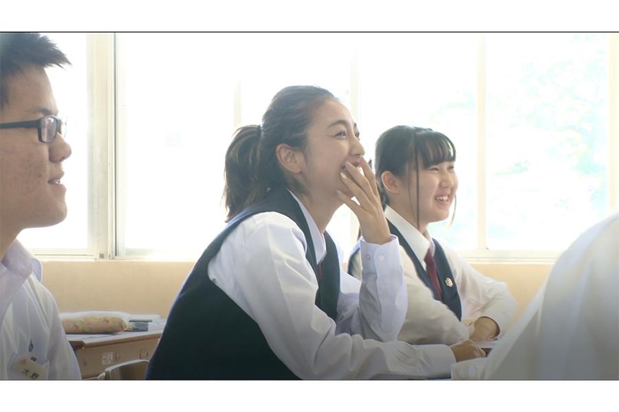 """もう一人の""""転校生""""木下優樹菜は四国で学校生活を送る【写真:(C)フジテレビ】"""