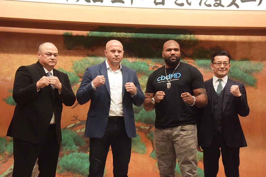 コーカーCEO、ヒョードル、ジャクソン、榊原CEO(左から)