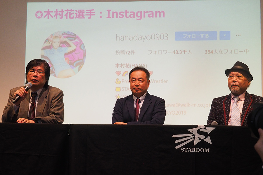 新体制を発表する木谷高明オーナー、ブシロードファイト原田克彦代表、ロッシー小川エグゼクティブプロデューサー(左から)