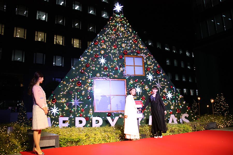 巨大クリスマスツリーの点灯式