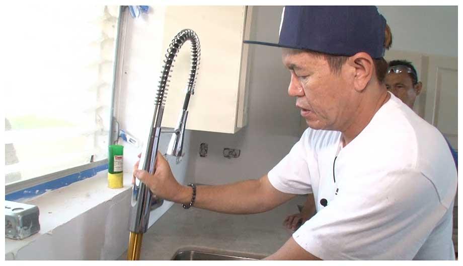 ヒロミがハワイの別荘をリフォーム…「街の子供たちは俺を大工さんだと思っている」