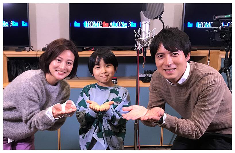桝アナ(右)と徳島アナに囲まれた寺田(C)日本テレビ