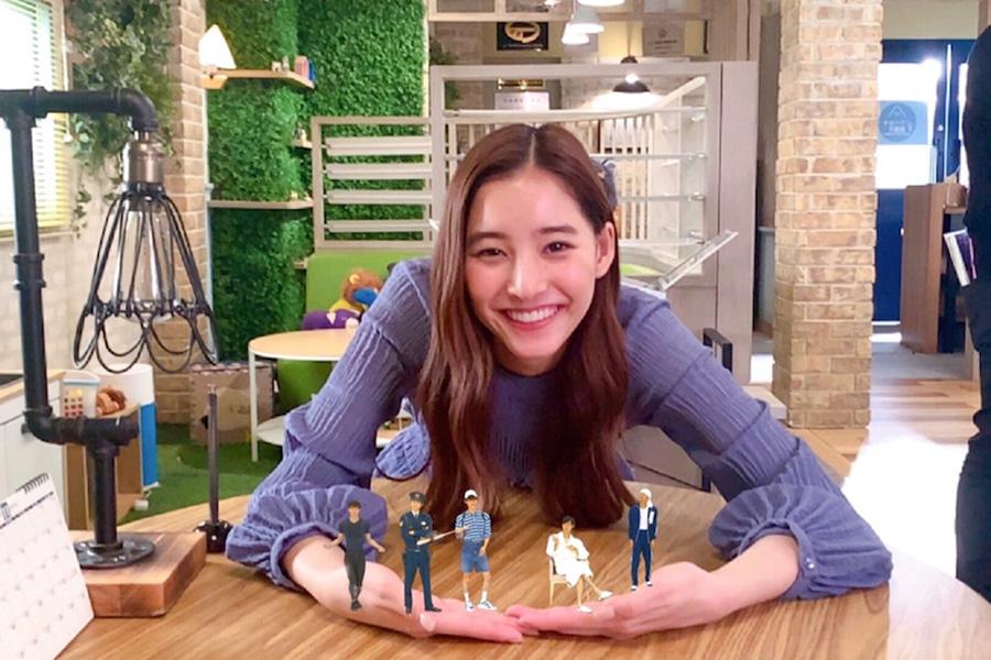 """「無邪気な姿が可愛すぎー」新木優子""""ARマコチ""""と戯れ動画を公開"""