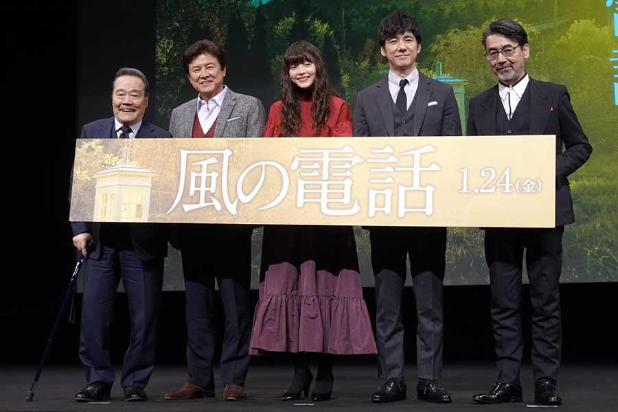 (左から)西田敏行、三浦友和、モト―ラ世理奈、西島秀俊、諏訪敦彦監督
