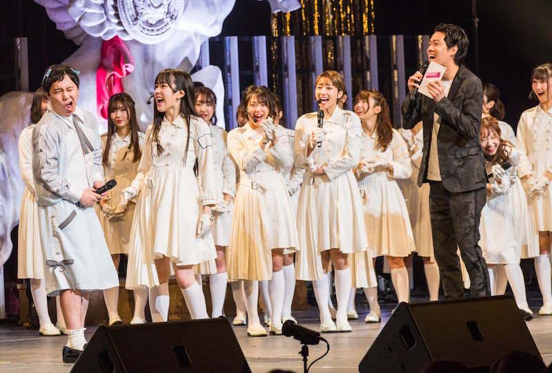 ラストアイドルの2周年記念クリスマスコンサートに霜降り明星もサプライズ乱入【Photo by Yoshifumi Shimizu】