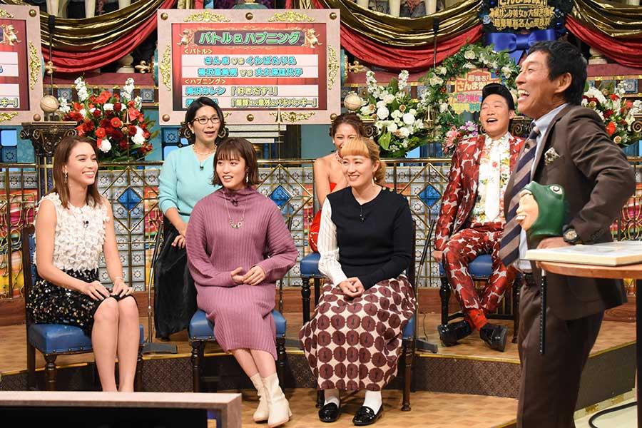 「超踊る!さんま御殿!!サンタ美女が大騒ぎ!超豪華有名人の聖夜祭」(C)日本テレビ