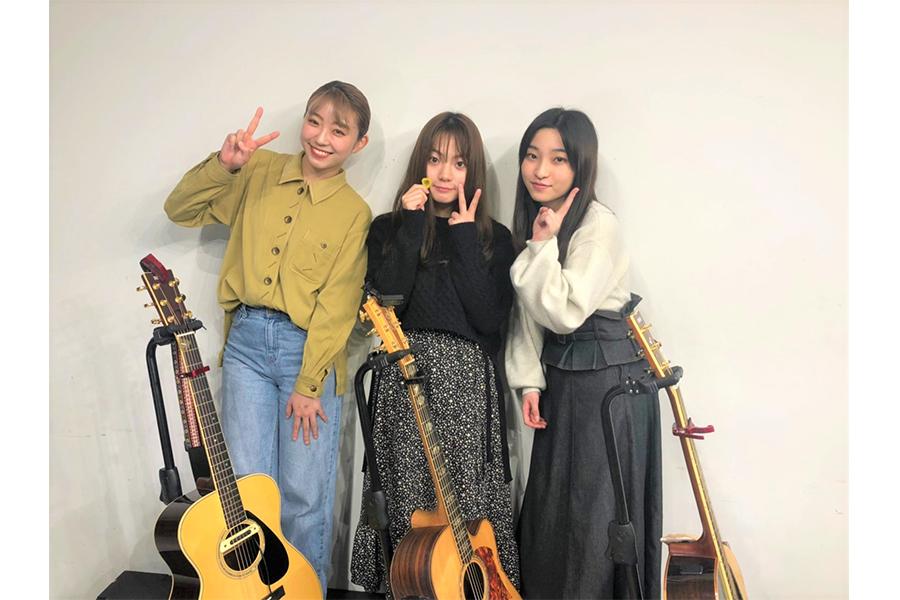 シンガー・ソングライターを目指す(左から)大矢梨華子、村田寛奈、佐野舞香