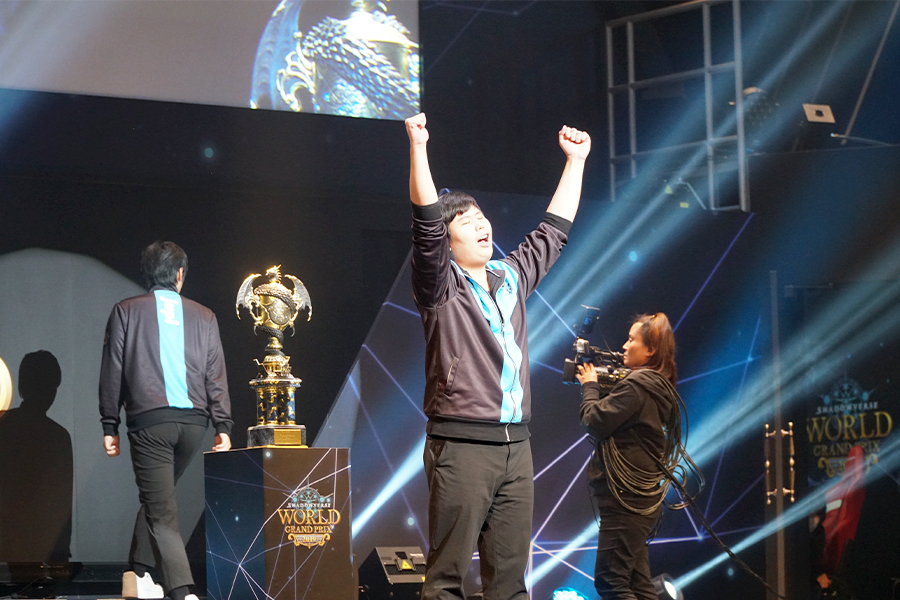 「Shadowverse World Grand Prix 2019 GRAND FINALS」 優勝を飾ったsasamumu選手