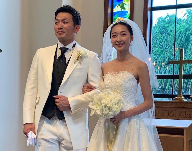 ウェディングドレス姿の2人がカープユニに…(C)鈴木誠也オフィシャルブログ Powered by Ameba