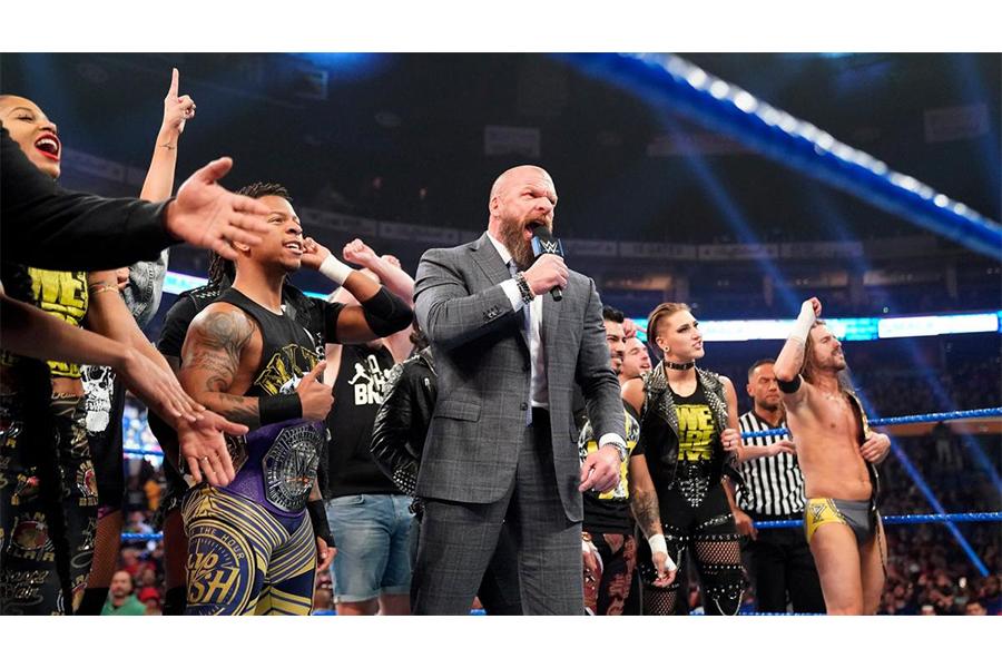今年はトリプルHが率いるNXTが殴り込みをかけた  (C)WWE
