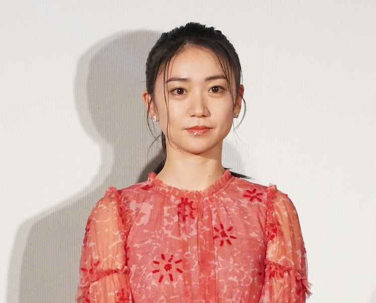 大島優子、シースルーの赤いロングドレス姿をファン絶賛「素敵」「細っっ」