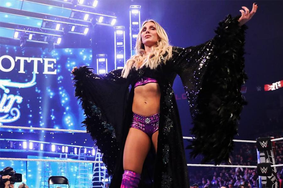 父親譲りのゴージャスな入場で観衆を魅了 (C)2020 WWE, Inc. All Rights Reserved.