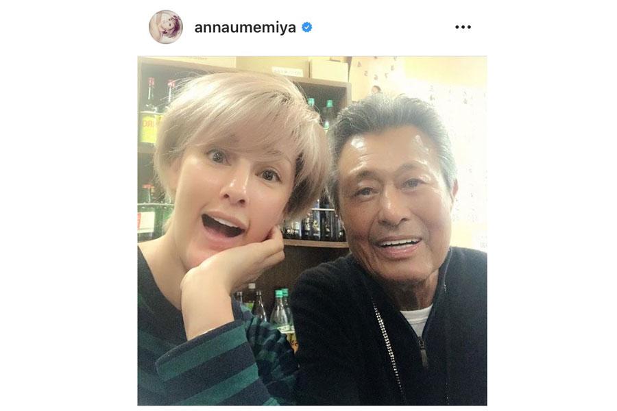 故・梅宮辰夫さんと娘のアンナ(インスタグラム@annaumemiya)