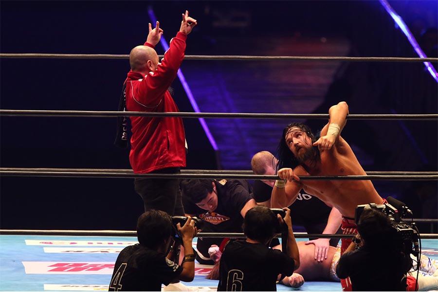 スペシャルマッチは、ジェイ・ホワイトが飯伏幸太を下した【写真:山口比佐夫】