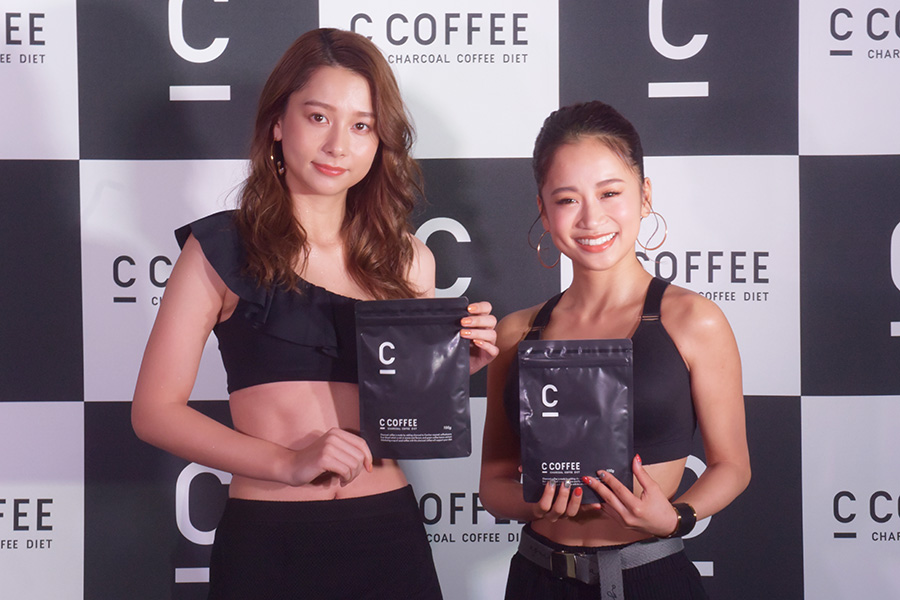 Niki(左)と田辺莉咲子氏