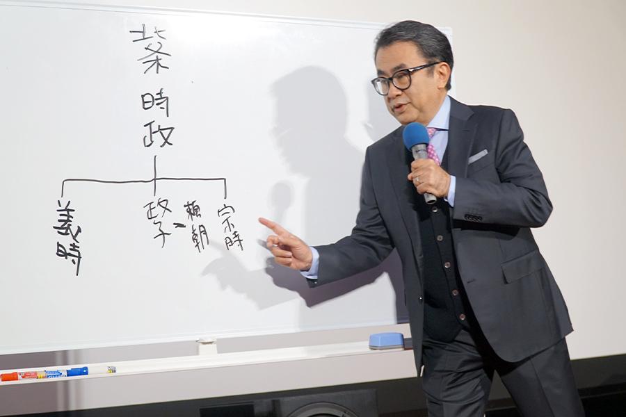 2022年NHK大河ドラマ「鎌倉殿の13人」について力説する三谷幸喜氏