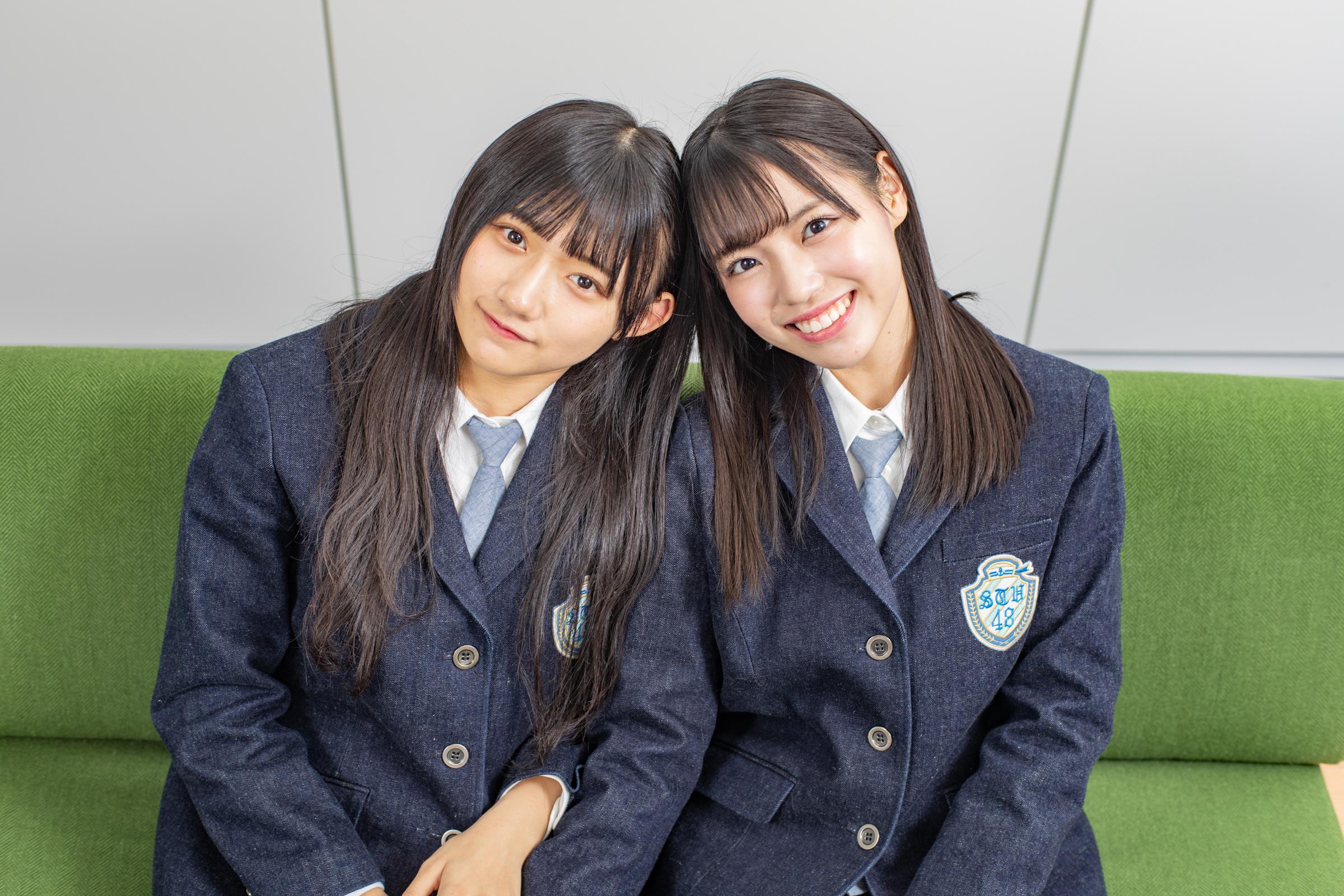 インタビューに応じた門脇実優菜(左)と岩田陽菜【写真:山口正人】