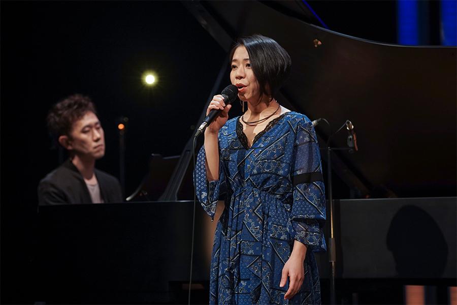 番組で高橋あず美が熱唱する「メモリー」は必見 (C)NHK