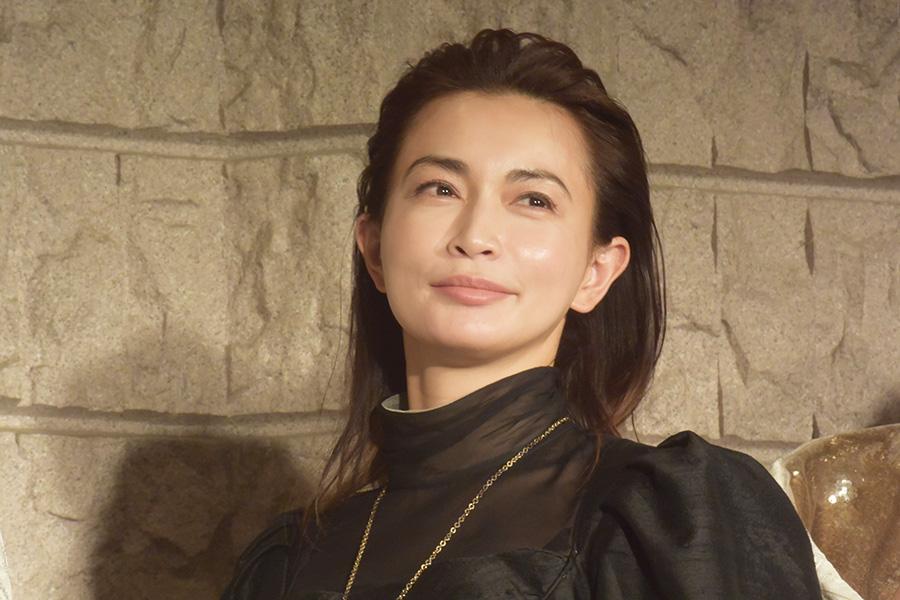 """長谷川京子、""""美ボディ―""""際立つタイトスタイル公開「素敵すぎて気絶しそう」"""