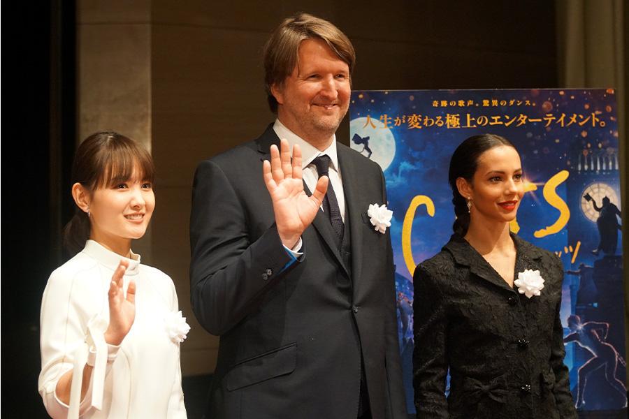 映画「キャッツ」(左から)葵わかな、トム・フーパー監督、フランチェスカ・ヘイワード