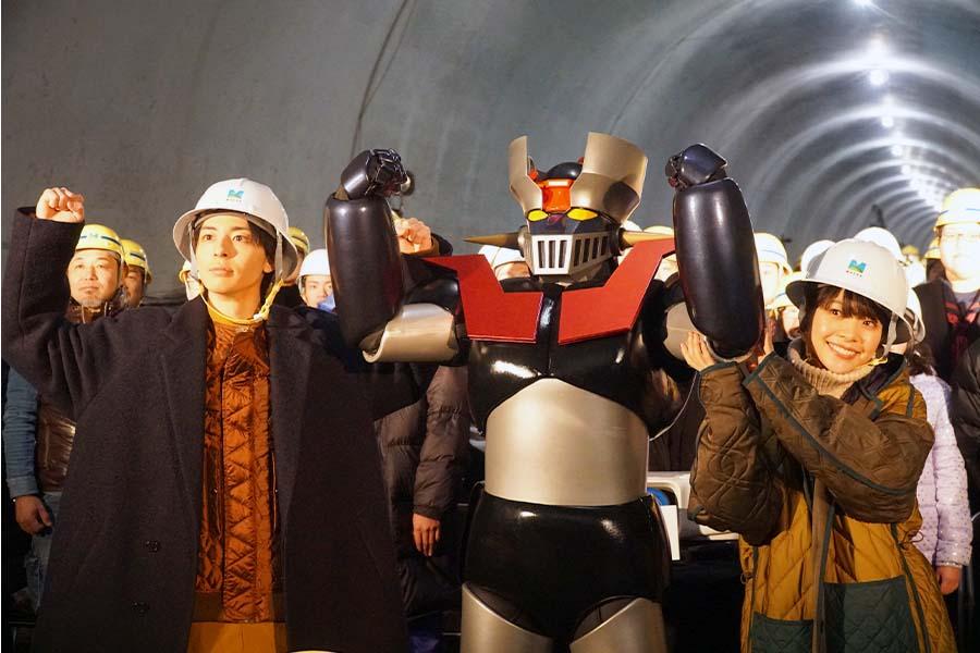 """""""日本初""""トンネル内の映画試写会に潜入取材「貫通石」の意味するものとは?"""