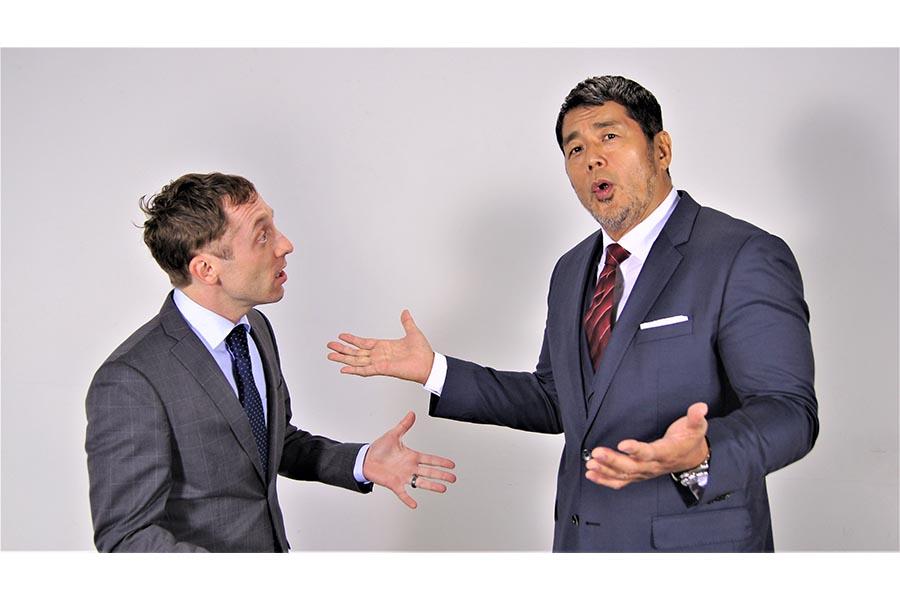 英語に挑戦することを決意した高田延彦(右)