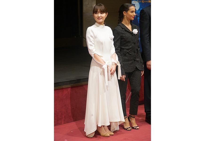 """映画「キャッツ」の日本語吹き替え版で主人公を担当した葵わかなは純白のドレスで登場。""""ネコ談義""""エピソードを明かした"""