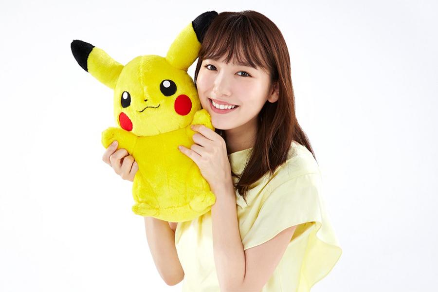 飯豊まりえとピカチュウ(C)Nintendo・Creatures・GAME FREAK・TV Tokyo・ShoPro・JR Kikaku (C)Pokemon