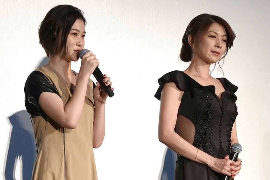 山口まゆ(左)と飯島直子