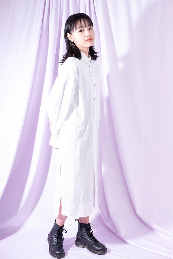 モデルとして役者としてその幅広い活躍に注目が集まる大谷凜香 全身ショット
