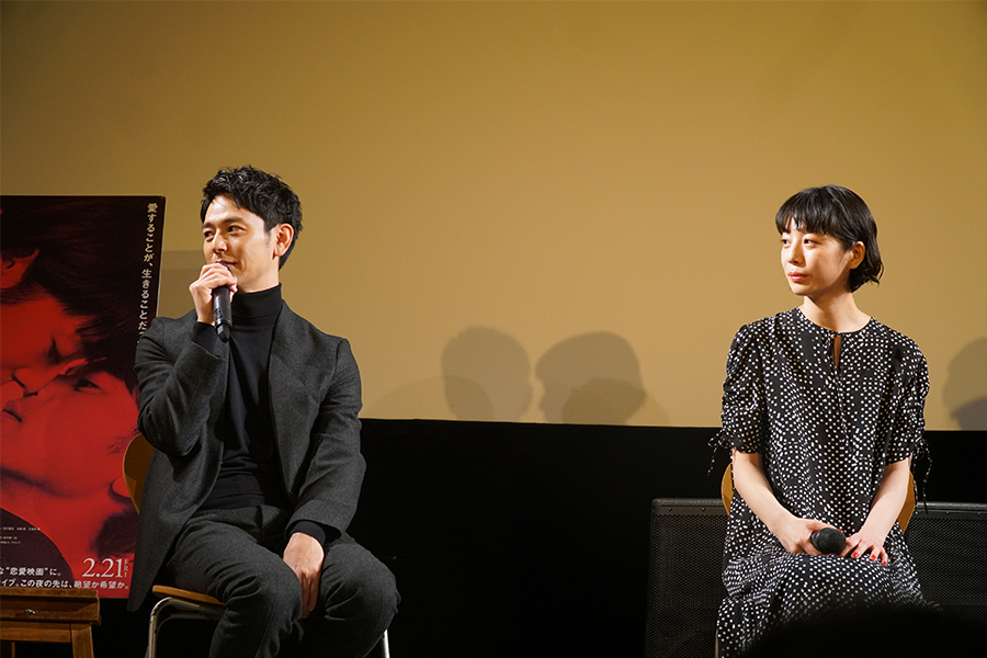 撮影時のエピソードを語る妻夫木と夏帆